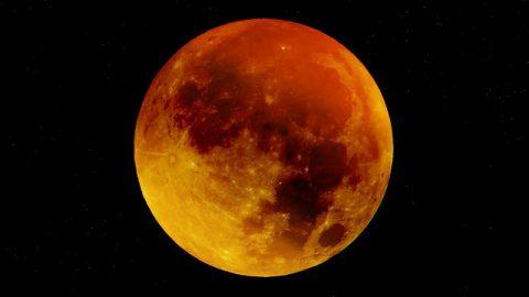 150年に一度しか見られない珍しい天象「血の色をしたスーパー・ブルームーン」は 何を予告しているのか