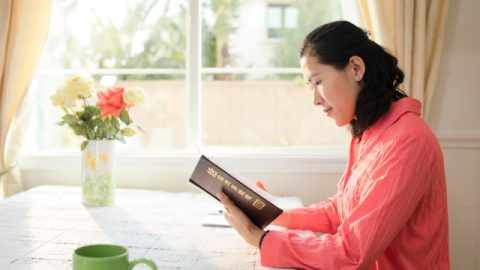 神を信じる-聖書と神のつながりを知ることは重要である