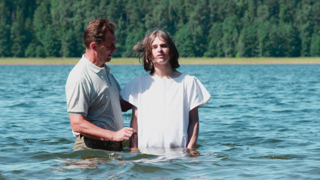 バプテスマを受けて新たに生まれ変わりを表していますか