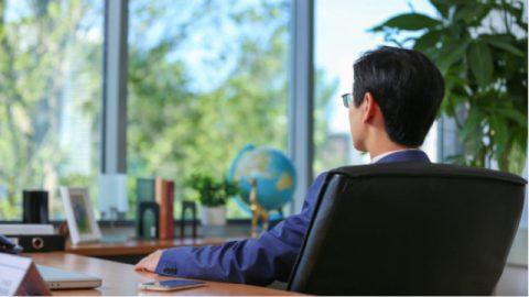 クリスチャンは仕事上でどのように効果的に従業員を管理するのか